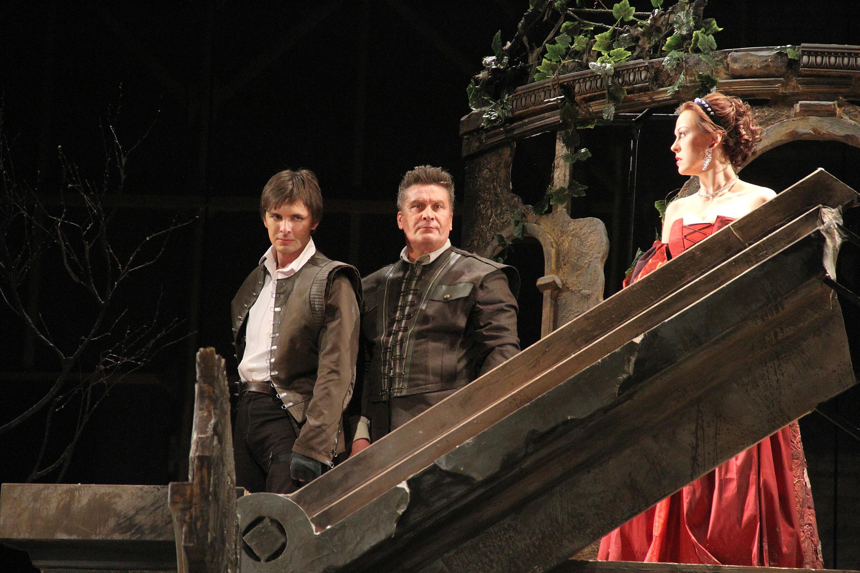 Сцена из спектакля. Фото: Ирина Сомова