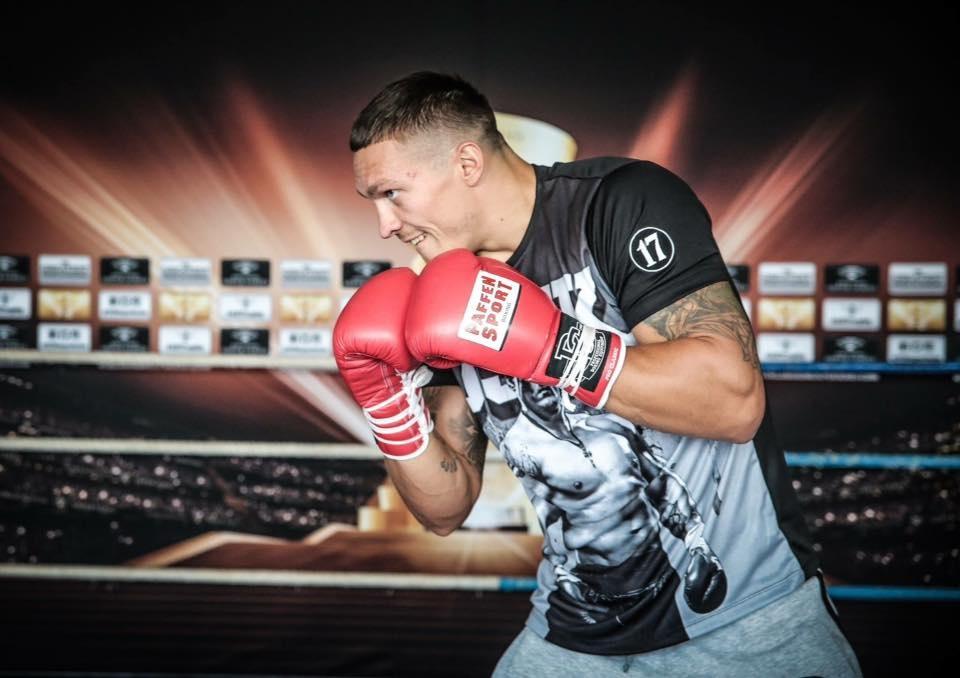 Уроженец Симферополя Александр Усик – олимпийский чемпион 2012 года. В профессиональном боксе выступает с 2013-го. За это время провел 12 поединков (в 10-ти победил нокаутом, в двух – решением судей). С 2016-го – чемпион мира в первом тяжелом весе по версии WBO. Фото: K2 Promotions (Klitschko Brothers' professional boxing promotional company) / Facebook